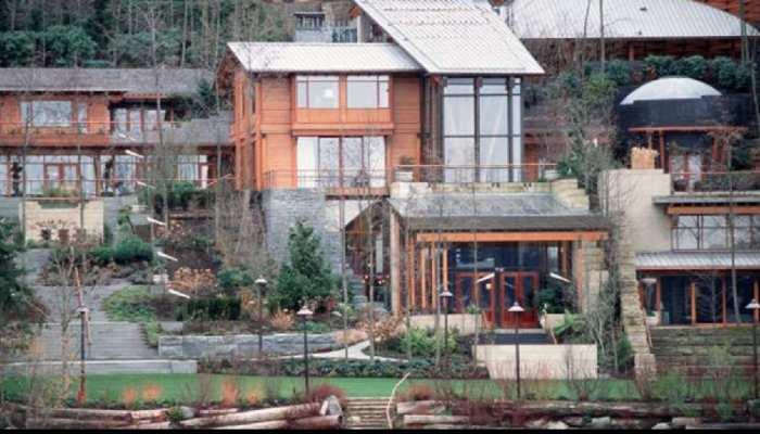 Bill Gates Melinda Gates multi million dollar Xanadu 2.0 mansion has 60 foot pool, 7 bedroom and 24 bathrooms