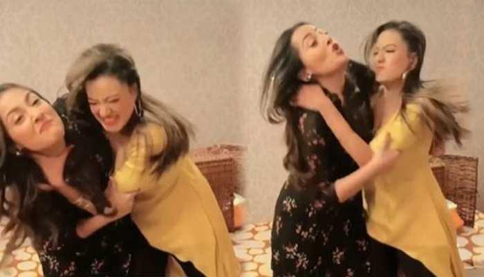 Kavya ने दबाया Anupamaa की बहू Navya का गला! घमासान लड़ाई का Video Viral