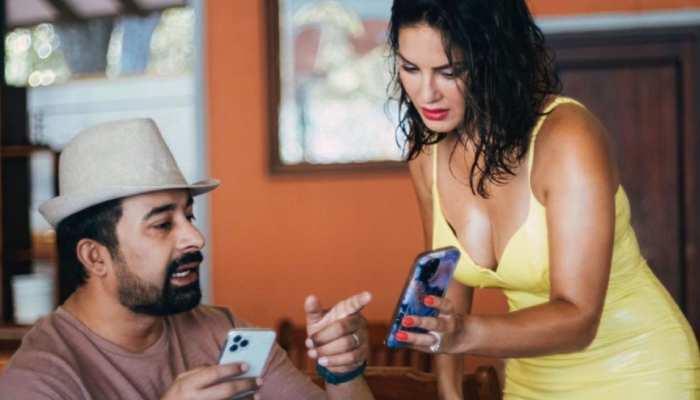 Sunny Leone के फोन में क्या देख रहे हैं Ranvijay Singh? जवाब जानने के लिए परेशान हुए लोग