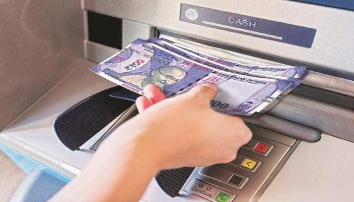 COVID-19 से लोगों में बदल गया पैसों के इस्तेमाल का बर्ताव! ATM से जमकर निकाला कैश, लेकिन पेमेंट किया ऑनलाइन
