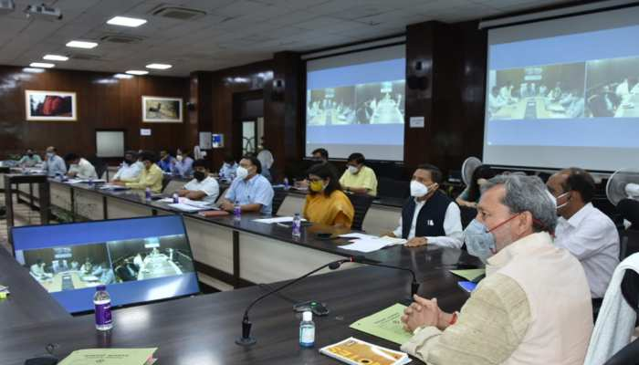 योजनाओं के क्रियान्वयन में नहीं चलेगी बहाने बाजी, CM तीरथ ने समीक्षा बैठक कर दिए ये निर्देश