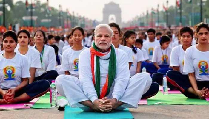 Yoga Day 2021: PM मोदी सुबह साढ़े छह बजे करेंगे संबोधित, 190 देशों में होगा योग