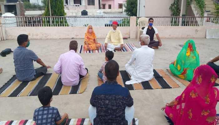 Internatonal Yoga Day 2021: 103 वर्ष के भंवरलाल ने पेश की मिसाल, प्रपौत्र के साथ किया योगाभ्यास