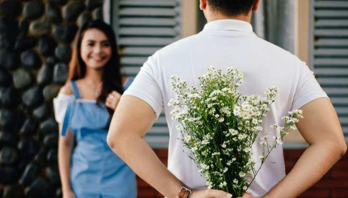क्या Girlfriend के साथ पहली Date पर लड़के को ही बिल चुकाना चाहिए? जानिए एक्सपर्ट की अहम राय