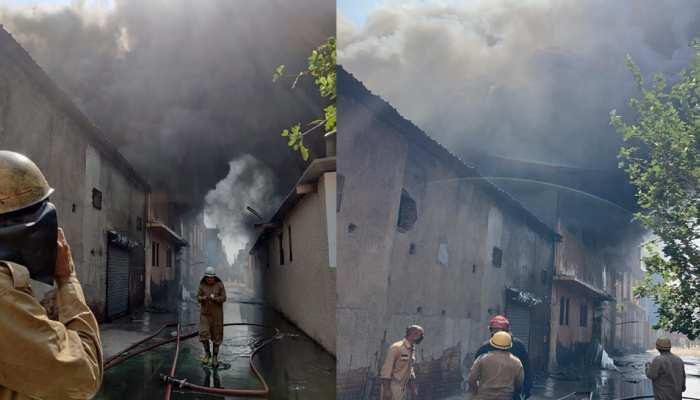 Delhi: जूता फैक्ट्री में भीषण आग, दमकल की 35 गाड़ियां मौके पर मौजूद; 6 मजदूर लापता