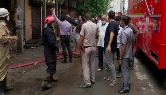 दिल्ली में एक जूता फैक्ट्री में लगी आग, 6 कर्मचारियों के अंदर फंसे होने की आशंका
