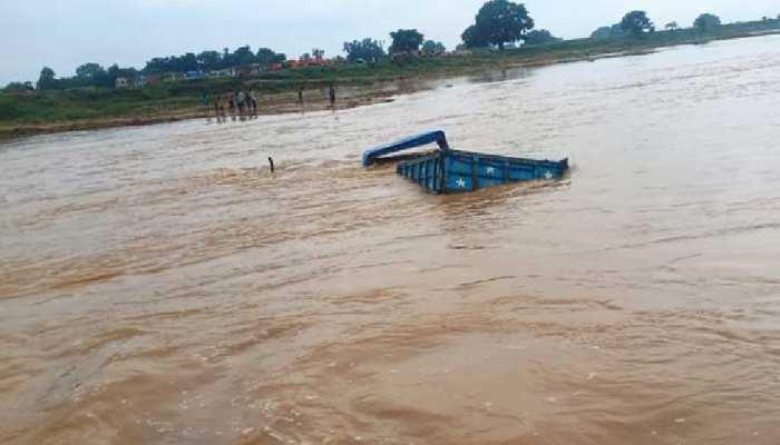 अरवल में लगातार बढ़ता जा रहा है सोन नदी का जलस्तर, खनन के लिए बनाए गए रास्ते टूटे