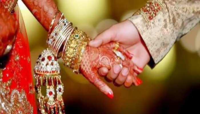 शेखपुरा में प्रेमी युगल ने तोड़ी 'दहेज की दीवार', मंदिर में पुजारी और परिजनों के सामने की शादी