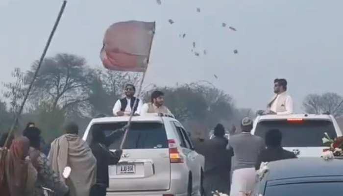 Desi Jugaad लगाकर हवा में उड़ रहे पैसों को यूं लूट डाला, देखें मजेदार Video