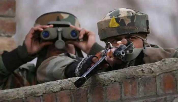 Jammu-Kashmir: शोपियां में सुरक्षा बलों और आतंकियों के बीच मुठभेड़ जारी, मारा गया एक आतंकी