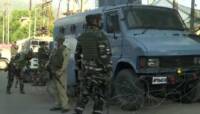 Jammu Kashmir: आतंकियों ने Srinagar में CRPF के बंकर पर फेंका बम, एक नागरिक की मौत
