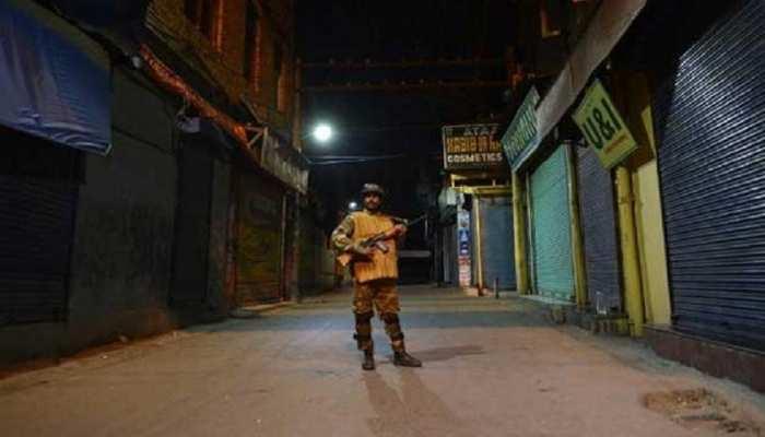 पुलवामा में आतंकवादियों ने की पूर्व SPO की पत्नी समेत हत्या, अस्पताल में बेटी की मौत