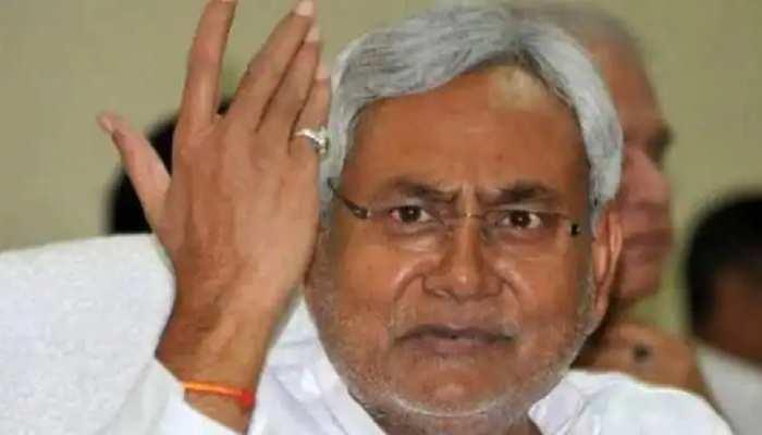CM नीतीश तक पहुंचा चतुर्थ श्रेणी कर्मी को बड़े बाबू बनाने का मामला, DDC पर लगा भ्रष्टाचार का आरोप