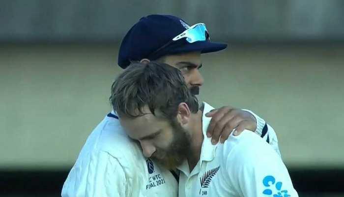 सामने आया वायरल तस्वीर का सच, आखिर Kane Williamson ने क्यों लगाया था Virat Kohli को गले?