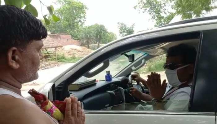 अचानक रुक गया मंत्री का काफिला, ग्रामीण से पूछा बिजली आती है कि नहीं? मिला ये जवाब..