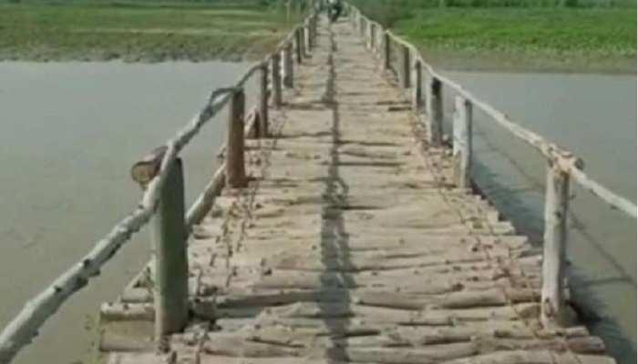 Bettiah: प्रशासन ने मुंह फेरा तो लोगों ने खुद निकाला बाढ़ से बचने का उपाय, कुछ ऐसे किया अजूबा