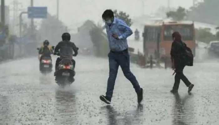 Weather Update: चिलचिलाती गर्मी से लोगों को मिली राहत, दिल्ली-NCR के कई इलाकों में आंधी के साथ जोरदार बारिश