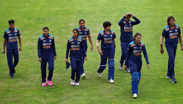 INDWvENGW 3rd ODI: मिताली राज के कप्तानी अर्धशतक की बदौलत, 4 विकेट से जीता भारत