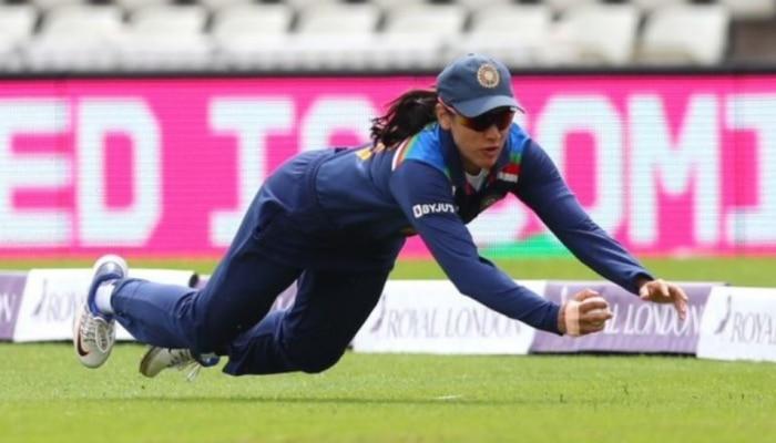 IND W VS ENG W: 'Superwomen' बनी Smriti Mandhana, हवा में उड़कर पकड़ा हैरतअंगेज कैच, देखें Viral Video