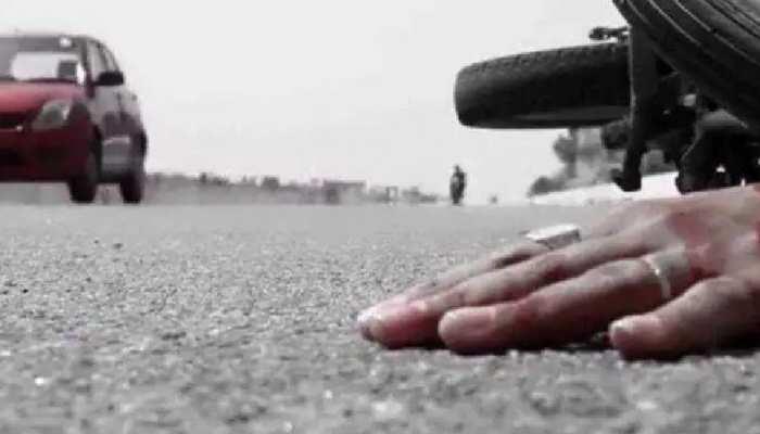 भीषण हादसा: एक बाइक पहले जीप से टकराई, फिर ट्रक के नीचे आई, 3 की मौत
