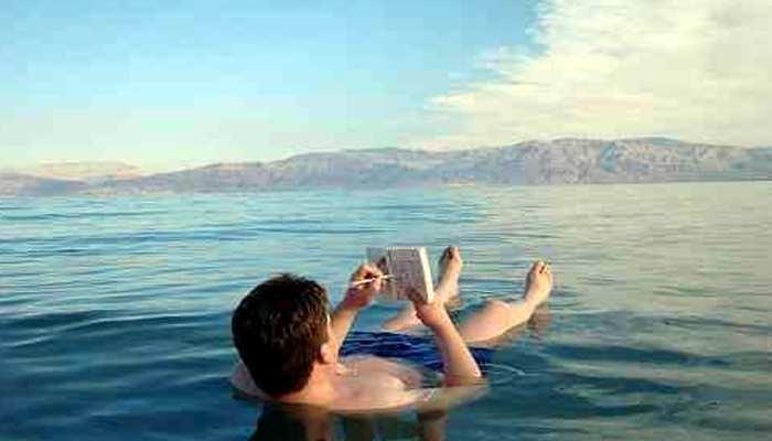 Dead Sea: रहस्यमयी समुद्र जिसमें चाहकर भी कोई नहीं डूब पाता