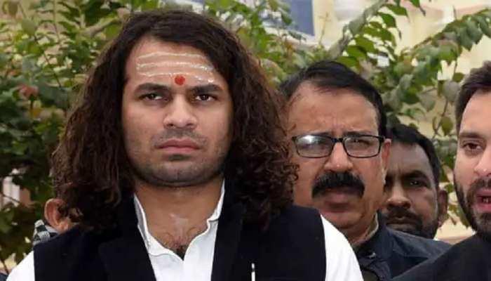 बिहार: तेजप्रताप ने मंच पर जताई अपनी नाराजगी, बोले-पार्टी में कुछ लोगों को लगता है कहीं ये हीरो न बन जाए