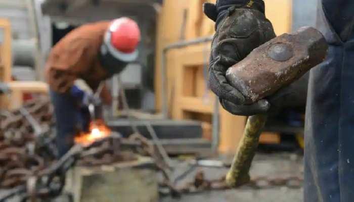 Jharkhand: हकमारी से परेशान हैं गुमला के मजदूर, आजमगढ़ में झारखंड के मजदूरों का शोषण