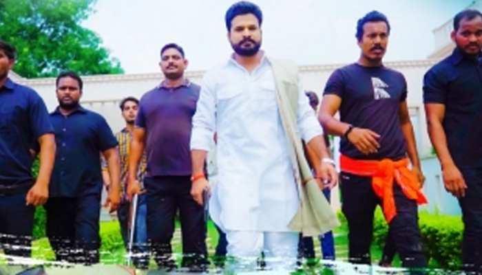 Ritesh Pandey ने दिखाई दबंगई, बोले- 'आज जेल होई काल्ह बेल होई' : देखें VIDEO
