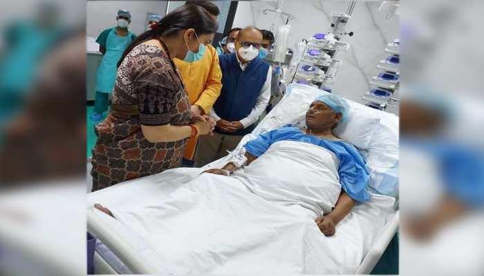 पूर्व CM कल्याण सिंह से SGPGI में मिलीं स्मृति ईरानी, डॉक्टरों से ली सेहत के बारे में जानकारी