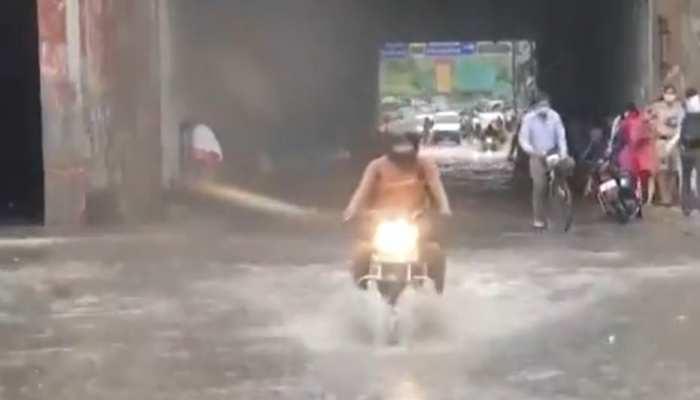 Delhi में मॉनसून का इंतजार हुआ खत्म, पहली बारिश से सड़कों पर Waterlogging