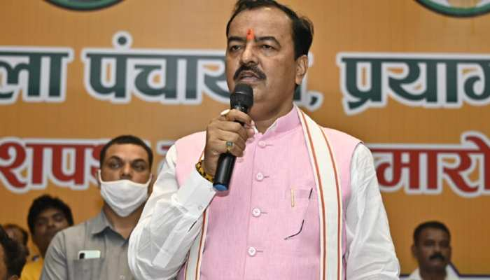 डिप्टी CM मौर्य ने अखिलेश-प्रियंका पर साधा निशाना, कहा- पुलिस पर विश्वास नहीं है तो सुरक्षा छोड़ दें