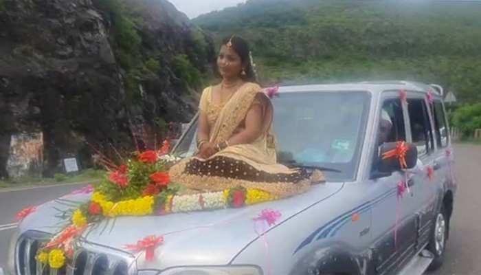 'अलग' करने की चाह पड़ी भारी: SUV के Bonnet पर बैठकर अपनी शादी में पहुंचने वाली Bride के खिलाफ केस दर्ज