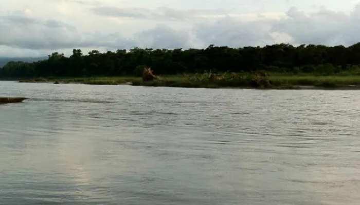 राप्ती बैराज का जलस्तर खतरे के निशान से 40 सेंटीमीटर ऊपर, कई गांवों में घुसा पानी