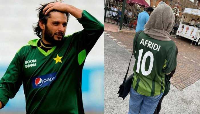 PAK फीमेल फैन ने पहनी Shahid Afridi के नाम की Jersey, 'लाला' ने दिया बूम बूम रिएक्शन