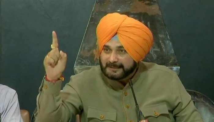 """पंजाब कांग्रेस के नए """"कैप्टन"""" बने Navjot Singh Sidhu, इन 4 नेताओं को बनाया कार्यकारी अध्यक्ष"""