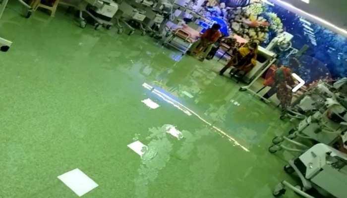 Kota के JK लोन अस्पताल के NICU की खुली पोल, पानी-पानी हुआ वार्ड!