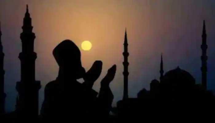 Eid al-Adha: कोरोना प्रोटोकॉल के तहत मनाई जा रही है बकरीद, लोगों ने घर में अदा की नमाज