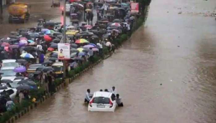 Maharashtra में लगातार बारिश से भारी तबाही,  दस फ़ीट पानी में डूबा शहर, PM मोदी ने की CM उद्धव से बात