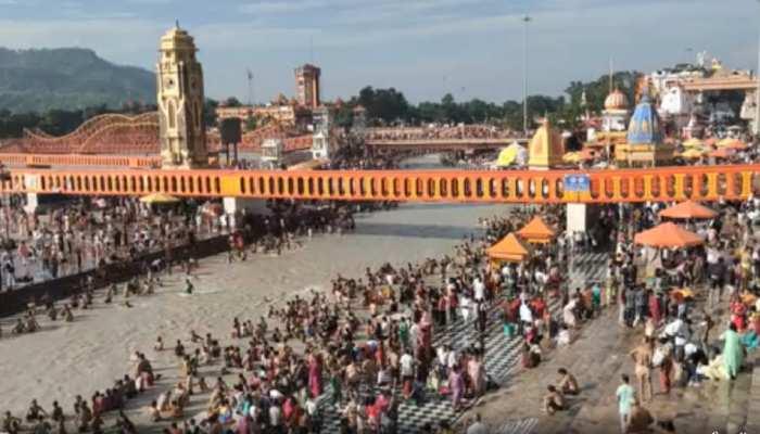 गुरु पूर्णिमा के पर्व पर श्रद्धालुओं ने मां गंगा में लगाई आस्था की डुबकी, कई शहरों में दिखा भव्य नजारा