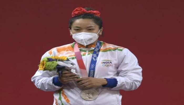 Mirabai Silver Medal: देश की बेटी ने दिखाया दम, सलाम कर रही पूरी दुनिया