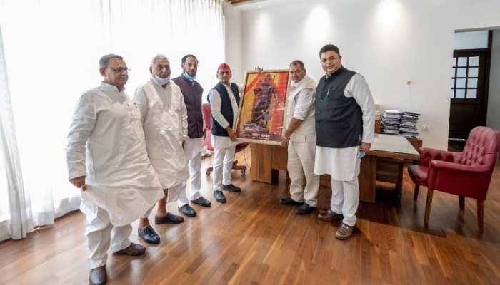 यूपी चुनाव के केंद्र में इस बार ब्राह्मण मतदाता, BSP के बाद सपा ने शुरू की लुभाने की तैयारी