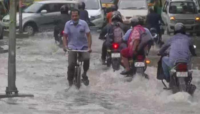 Delhi Weather Updates: Delhi face heavy rainfall after Vehicular movement  affected due to waterlogging in many area | Delhi में बारिश के बाद सड़कों  पर भारी पानी, कई इलाकों में Traffic Jam |