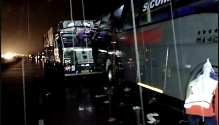 UP: बाराबंकी में डबल डेकर बस में ट्रेलर ने मारी टक्कर, 18 की मौत, दर्जनों की हालत नाजुक