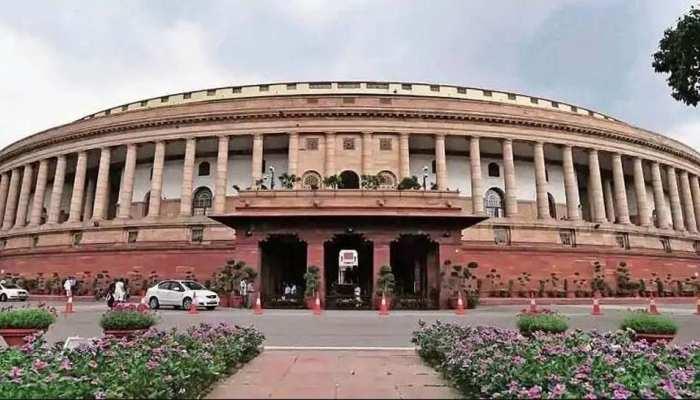Parliament Monsoon Session: पेगासस मुद्दे पर संसद में विपक्षी सांसदों का जोरदार हंगामा, कार्यवाही दो बजे तक स्थगित