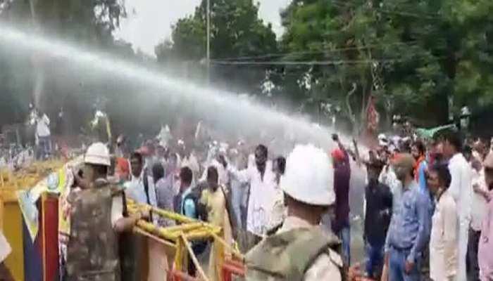 पटना में मानदेय मांग रहे पंचायत सचिवों पर पुलिस ने बरसाई लाठी, इस मामले में शुरू हुई राजनीति