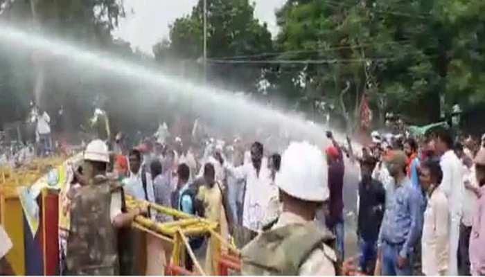 Patna: मानदेय मांग रहे पंचायत सचिवों पर पुलिस ने बरसाई लाठी, जानें बिहार-झारखंड की आज की Top News