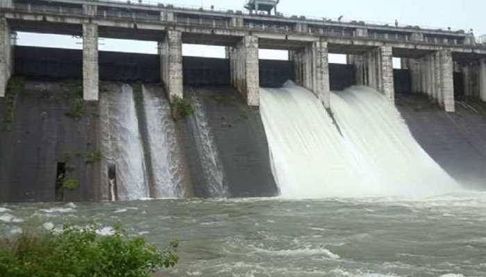 रामगढ़: पतरातू डैम का जलस्तर खतरे के निशान पर, फाटक खोले गए, रजरप्पा मंदिर में पहुंचा पानी