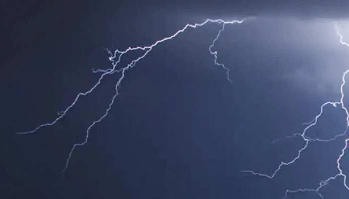 Weather News: बिहार में बढ़ा भारी वज्रपात का खतरा, इन जिलों के लिए जारी हुआ अलर्ट