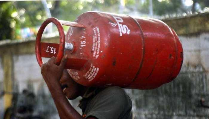 Bumper Offer! LPG ਸਿਲੰਡਰ ਦੀ ਬੁਕਿੰਗ 'ਤੇ ਪਾਓ 2700 ਰੁਪਏ ਦਾ ਫ਼ਾਇਦਾ! ਬੁੱਕ ਕਰਕੇ ਮਹੀਨੇ ਬਾਅਦ ਕਰੋ ਪੇਮੈਂਟ