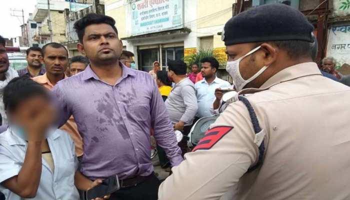 2 बदमाशों ने नशे की हालत में बीच सड़क नर्स को बेरहमी से पीटा, बचाने आए डॉक्टर को भी नहीं छोड़ा